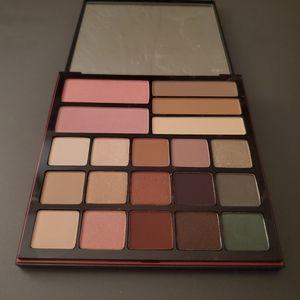 Smashbox shadow, contour, and blush palette